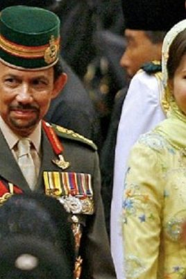 2185834612 268x402 - Gempar: Sultan Brunei ceraikan Azrinaz Mazhar Hakim