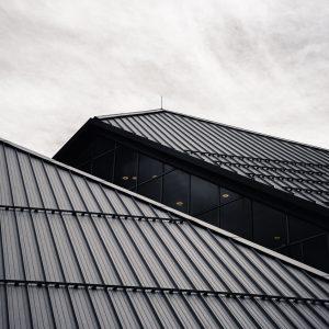 ryunosuke kikuno Mu9uo42SXEY unsplash 300x300 - Roofers: Make The Right Choice!