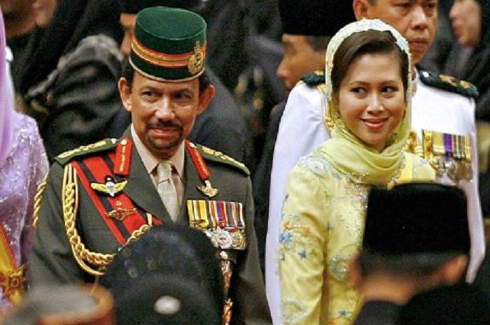 Gempar: Sultan Brunei ceraikan Azrinaz Mazhar Hakim